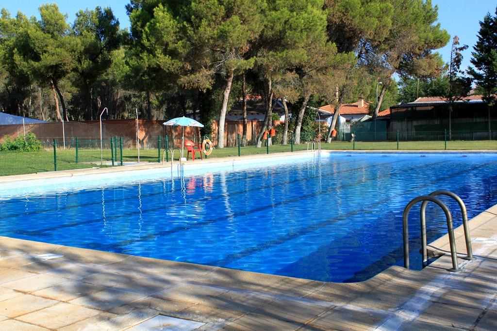 este agosto est abierta la piscina municipal de la
